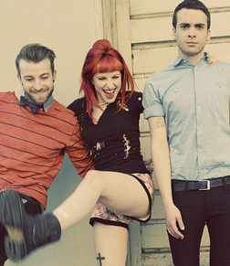 Paramore online